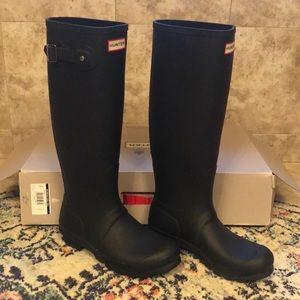 Hunter black matte rain boots